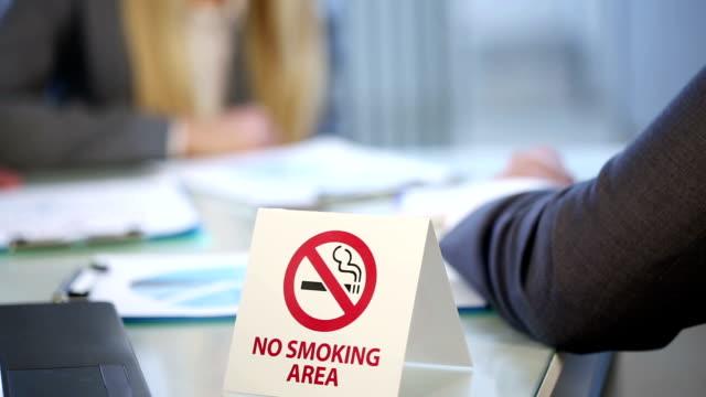 no smoking - no smoking sign stock videos & royalty-free footage
