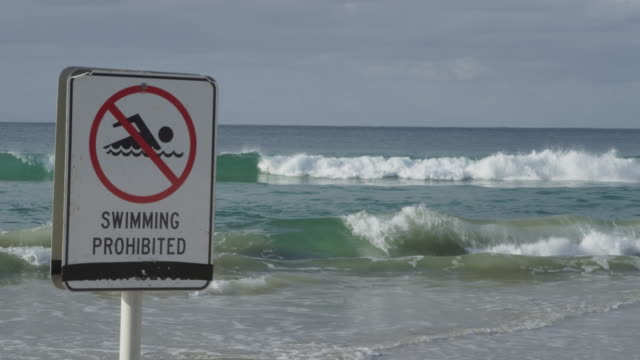 vídeos y material grabado en eventos de stock de no swimming sign on australian beach - señal de advertencia