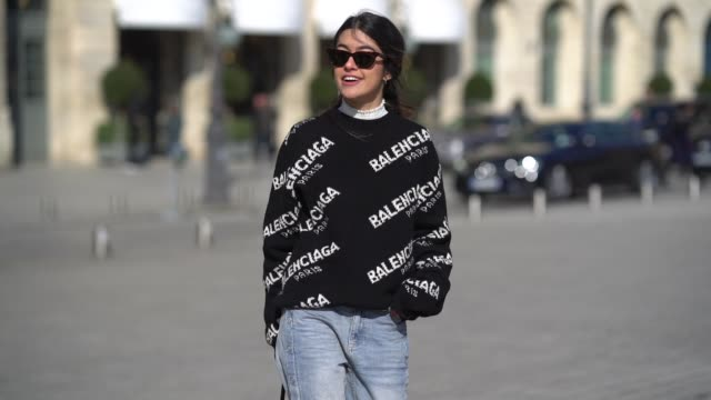 stockvideo's en b-roll-footage met noa souffir wears a balenciaga top flare jeans a bag sunglasses during paris fashion week womenswear fall/winter 2018/2019 on february 28 2018 in... - herfst winter collectie