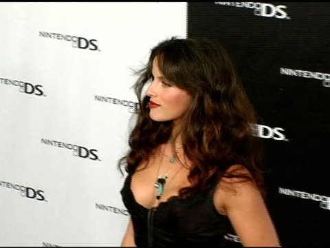 vidéos et rushes de noa tishby at the exclusive nintendo pre-launch party at the day after at the day after in los angeles, california on november 16, 2004. - exclusivité