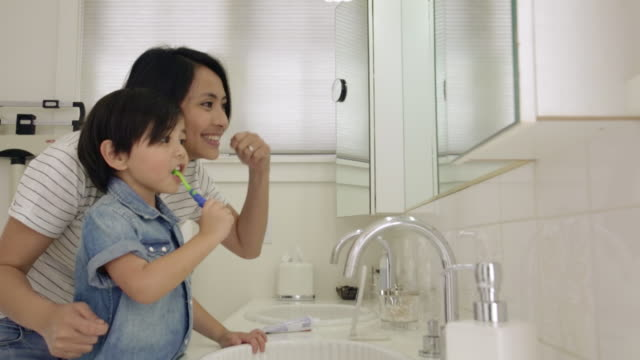 noah & chustine at ross home - brushing teeth stock videos & royalty-free footage