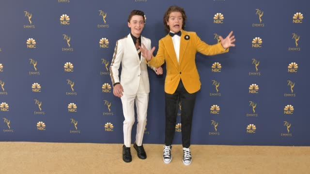 vídeos de stock, filmes e b-roll de noah schnapp and gaten matarazzo attend the 70th emmy awards at microsoft theater on september 17 2018 in los angeles california - 70th annual primetime emmy awards