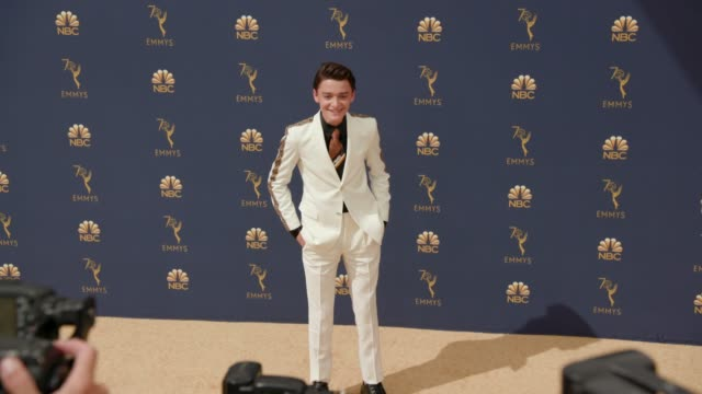 vídeos de stock, filmes e b-roll de noah schnapp at the 70th emmy awards arrivals at microsoft theater on september 17 2018 in los angeles california - 70th annual primetime emmy awards