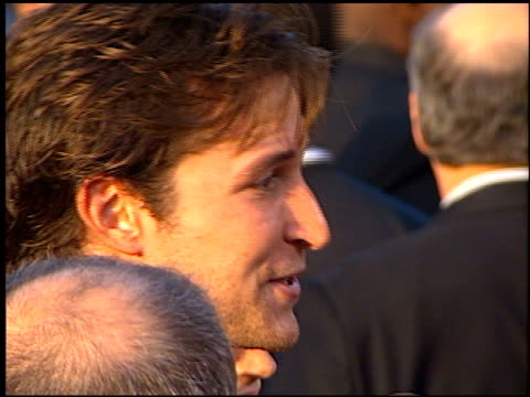 vidéos et rushes de noah wyle at the 'men in black' premiere at the cinerama dome at arclight cinemas in hollywood california on june 25 1997 - 1997