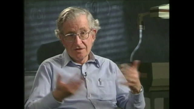 vídeos y material grabado en eventos de stock de noam chomsky saying 'a majority [of the us public] or a plurality if there are a lot of options are in favour of some form of national healthcare' - partido republicano norteamericano