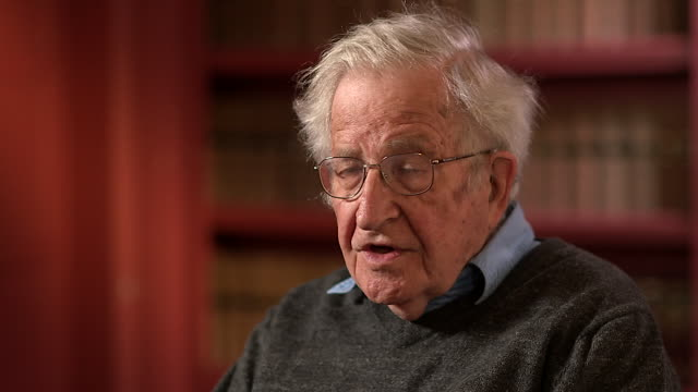 vidéos et rushes de noam chomsky saying it doesn't matter if the republican party genuinely doesn't believe in climate change as the threat is so serious - bombe atomique