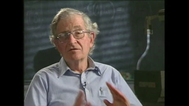 vídeos y material grabado en eventos de stock de noam chomsky saying 'you find a very strong opposition to the major elements of the economic programme like trade agreementsand have to be rammed... - partido republicano norteamericano