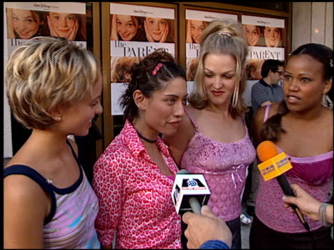 nobody's angel at the premiere of 'the parent trap' at the mann festival theater in westwood california on july 20 1998 - angel点の映像素材/bロール