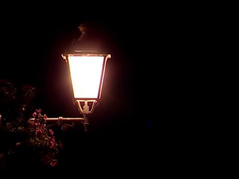 vídeos y material grabado en eventos de stock de nocturne luz - farola