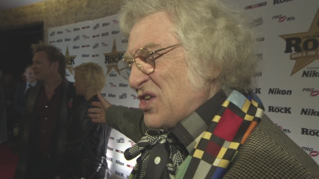 noddy holder on his christmas song at classic rock and roll of honour at the roundhouse on november 11, 2015 in london, england. - noddy holder stock-videos und b-roll-filmmaterial