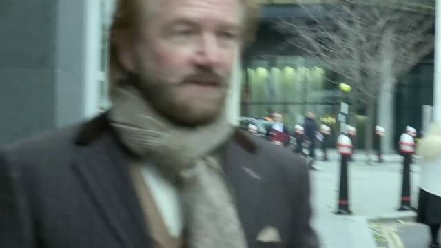 stockvideo's en b-roll-footage met noel edmonds arrives and leaves the rolls building in london the television presenter is one of a group of 5803 former lloyds tsb shareholders who... - noel edmonds
