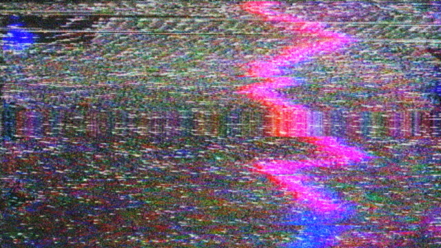 vídeos de stock e filmes b-roll de noise on analog tv screen vhs - videocassete