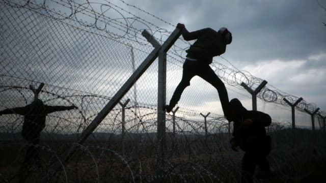 stockvideo's en b-roll-footage met non syrian refugees caught recently in macedonia face their own deportation methods on the idomeni greek-macedonian border. at a point along no man's... - hek