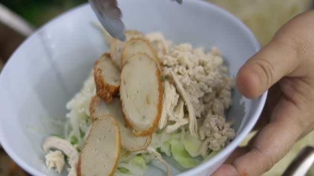 4K: Noodles in soup