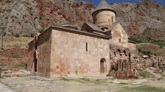 noravank monastery, view of the surb karapet church - etwa 12. jahrhundert stock-videos und b-roll-filmmaterial