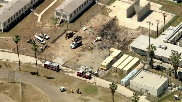 norco, california, u.s. - aerial of plane crash next to prison yard on monday, april 22, 2019. - 航空事故点の映像素材/bロール