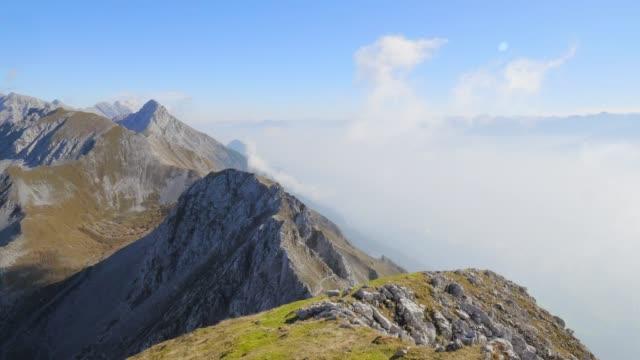 vídeos de stock e filmes b-roll de nordkette and karwendel mountain range - terreno inóspito