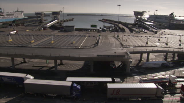 a norfolkline ferry is docked at the port of dover. - アーマンド・イアヌッチ点の映像素材/bロール