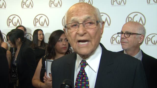 vidéos et rushes de norman lear on presenting the visionary award to brad pitt at 26th annual producers guild awards in los angeles, ca 1/24/15 - producer's guild of america awards