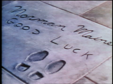 stockvideo's en b-roll-footage met 1937 norman maine's footprints in sidewalk in front of grauman's / hollywood, ca / feature - tcl chinese theatre