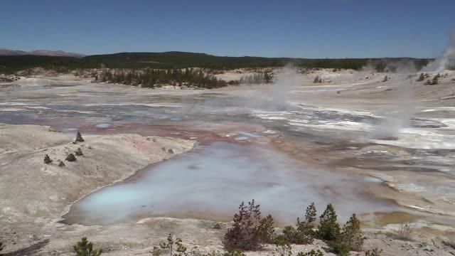 norris geyser basin landscape, autumn in yellowstone national park - natürliches thermalbecken stock-videos und b-roll-filmmaterial