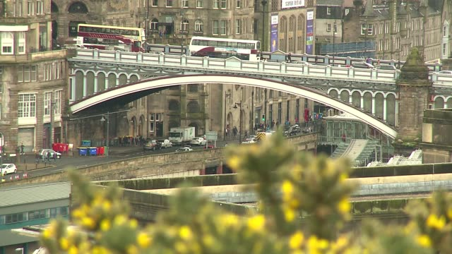 north bridge in edinburgh - double decker bus stock videos & royalty-free footage