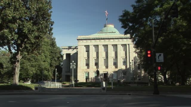 vídeos de stock, filmes e b-roll de ws, north carolina state capitol, raleigh, north carolina, usa - capitólio estatal