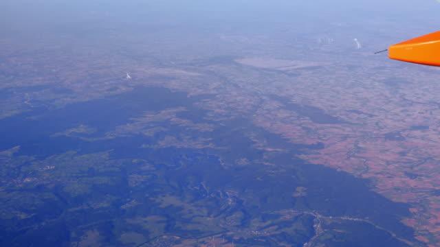 luftbild norden eifel und der kölner tiefland (uhd - geschützte naturlandschaft stock-videos und b-roll-filmmaterial
