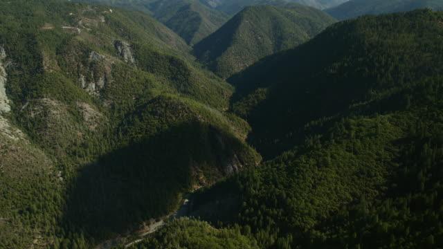stockvideo's en b-roll-footage met north fork american river valley, placer county, california. - californian sierra nevada