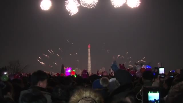 vídeos de stock e filmes b-roll de crowds gather at the pyongyang ice sculpture festival in kim il sung square in the north korean capital on dec 31 in celebration of the new year - korean new year
