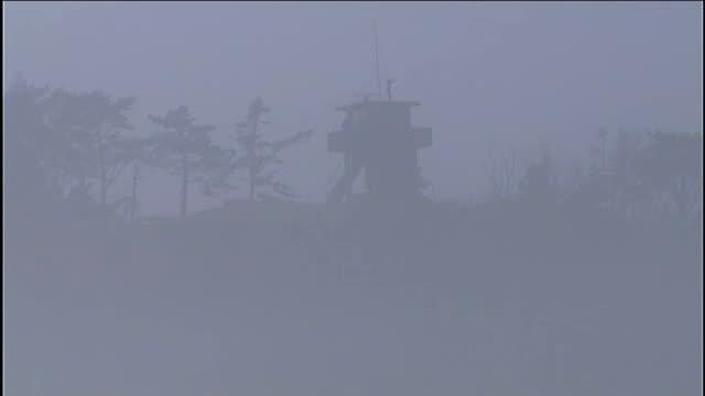 north korea moves midrange missiles to east coast south korea yeonpyeong island ext yeonpyeong island shrouded by fog as horn blast heard sot island... - 北朝鮮点の映像素材/bロール