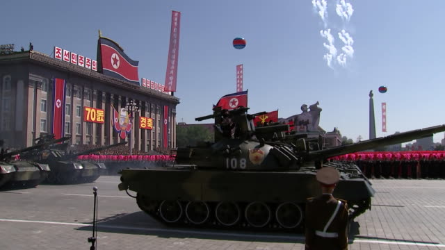 north korean servicemen ride on a tank through kim il-sung square during the 70th anniversary military parade held on september 9, 2018 in pyongyang,... - 70周年点の映像素材/bロール