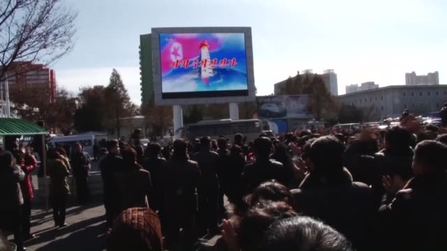 pyongyang north koreanov 29:north korean citizens watch news of their country's latest intercontinental ballistic missile launch on a large screen in... - ミサイル点の映像素材/bロール