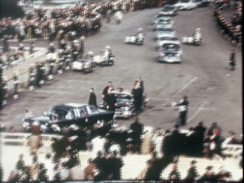 stockvideo's en b-roll-footage met north lawn view of white house / presidential inauguration license plate / us president lyndon baines johnson and first lady lady bird johnson... - geheime dienstagent