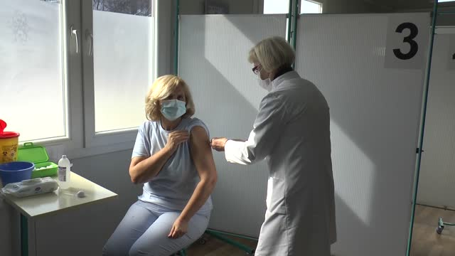 north macedonia began a covid-19 vaccination campaign on wednesday . serbia donated 4,680 doses of pfizer vaccines to the balkan country and the... - serbien stock-videos und b-roll-filmmaterial