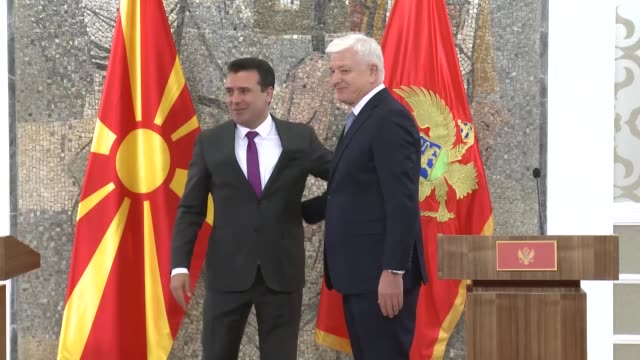 vídeos de stock, filmes e b-roll de north macedonian prime minister zoran zaev and montenegrin prime minister dusko markovic attend a signing ceremony of bilateral agreements between... - república da macedônia