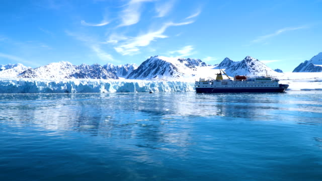 north pole- sailing between icebergs, svalbard norway - svalbard islands stock videos & royalty-free footage
