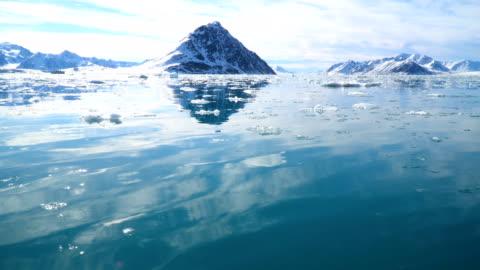 north pole- sailing between icebergs, svalbard - nordpolen bildbanksvideor och videomaterial från bakom kulisserna