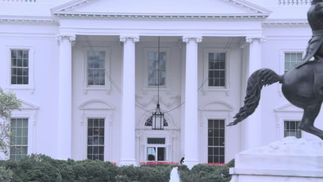 la north portico of the white house and equestrian statue of andrew jackson / washington, d.c., united states - 2010年代点の映像素材/bロール