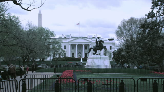 ha north portico of the white house, equestrian statue of andrew jackson, and pedestrians in lafayette park / washington, d.c., united states - 2010年代点の映像素材/bロール