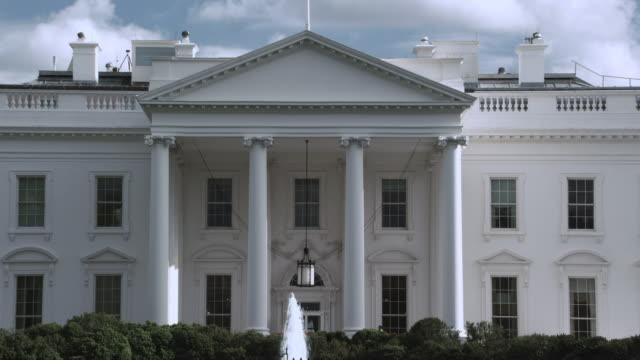 ms north portico of the white house, fountain flowing and blue sky / washington, d.c., united states - 2010年代点の映像素材/bロール