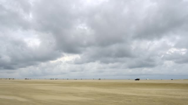 north sea car beach, romo, röm, tonder kommune, syddanmark, southern denmark, denmark - kommune stock-videos und b-roll-filmmaterial