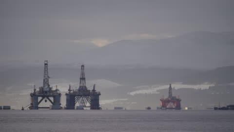 north sea oil rigs in the cromarty firth of easter ross scotland uk. the oil platforms are brought into the cromarty firth for refitting and... - nordsee stock-videos und b-roll-filmmaterial