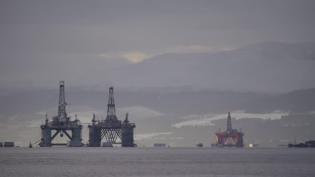 north sea oil rigs in the cromarty firth of easter ross scotland uk. the oil platforms are brought into the cromarty firth for refitting and... - 北海点の映像素材/bロール
