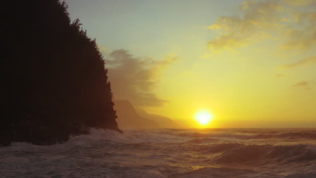 north shore kauai, na pali coast, ke'e beach - coastline stock videos & royalty-free footage