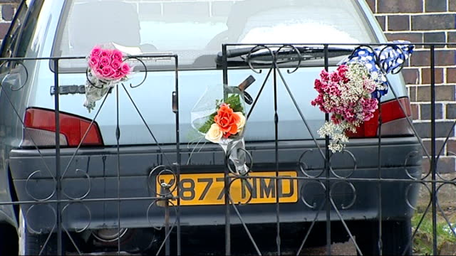 northampton: ext bouquets of flowers outside bungalow - northamptonshire stock-videos und b-roll-filmmaterial