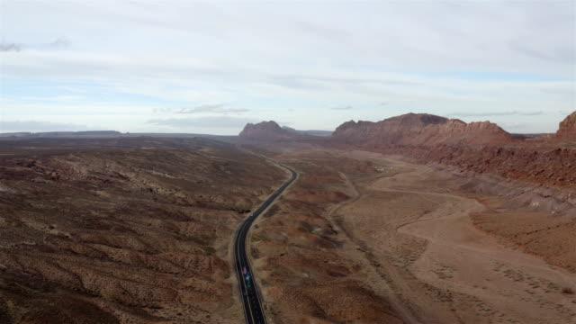 北アリゾナ州:リモートハイウェイ - 状態点の映像素材/bロール