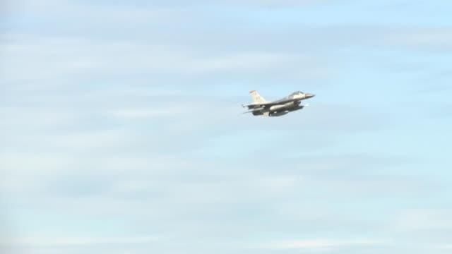vídeos de stock, filmes e b-roll de northern edge 2015 fighter aircraft take off - invertebrado