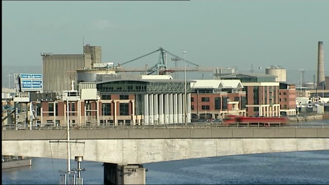 northern ireland assembly elections: early results point to a power-sharing government; northern ireland: belfast: ext music overlay: piano music:... - 見渡す点の映像素材/bロール