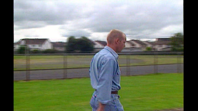 stockvideo's en b-roll-footage met billy wright murder inquiry finds 'no state collusion' lib billy wright along billy wright speaking to press sot i have survived numerous murder... - irish national liberation army